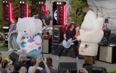 Watch Dave Grohl Crack Up While Foo Fighters Perform With Dancing Mascots